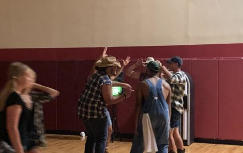 Students two-step into the hoedown