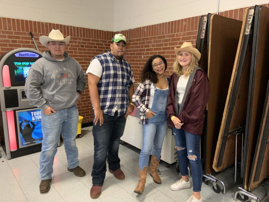 Students say yee haw for spirit week
