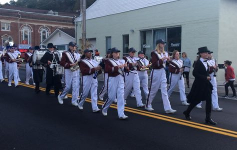 Parade hypes up homecoming game