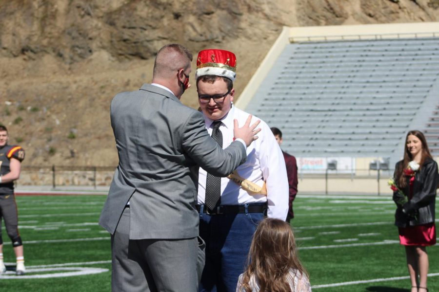 Mr. Carr crowns Bradley Tabor Homecoming King, the first king in GHS history.
